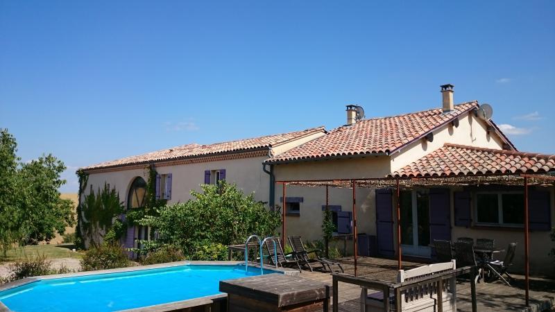 très sympathique gîte indépendant à coté de la maison du propriétaire, 120m2, sa piscine privée....