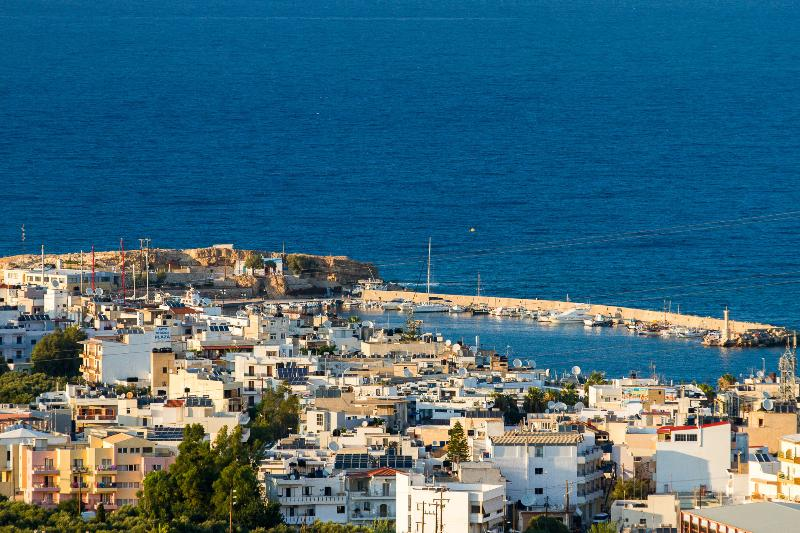 Art deco Sea View apartment and studio for up to 7 people, alquiler vacacional en Chersonisos