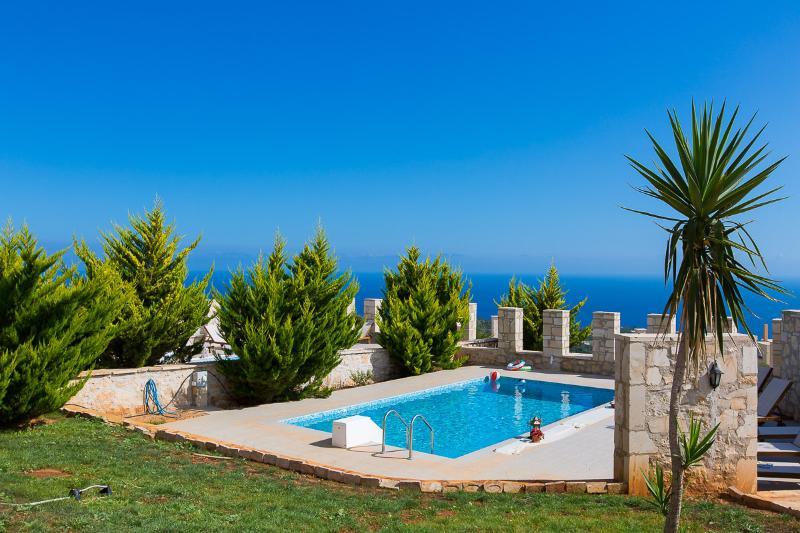 Faethon eco stone villa, with sea view and private pool, vacation rental in Kato Valsamonero