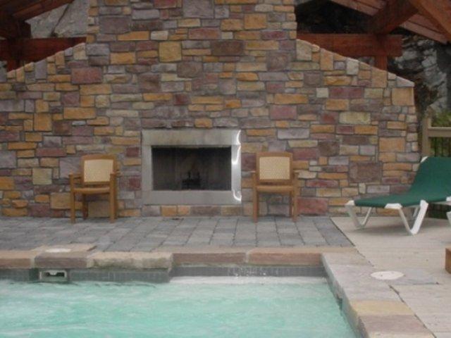 4-season spa with fireplace