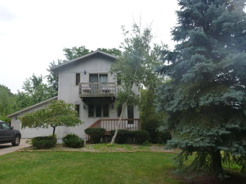 4BR 3BA Short Walk to Beach - New Furnishings 8/15, holiday rental in Beverly Shores