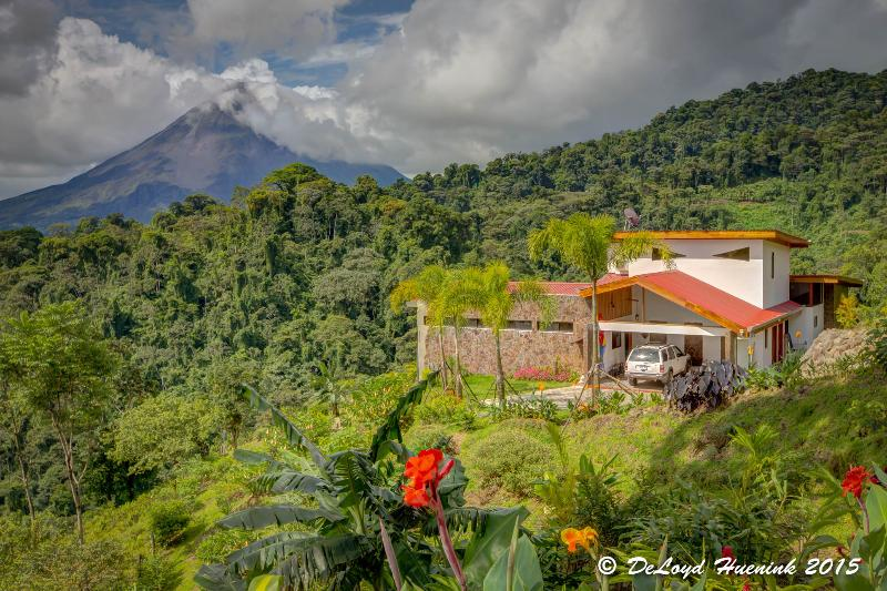 A PRIVATE, ROMANTIC RETREAT FOR TWO!, Ferienwohnung in Alajuela