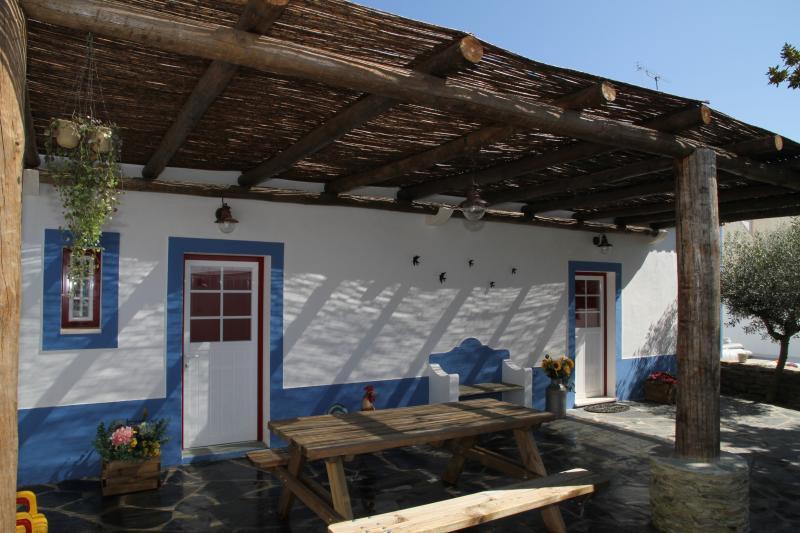Terraço (Lazer e possibilidade de barbecue e refeições outdoor.