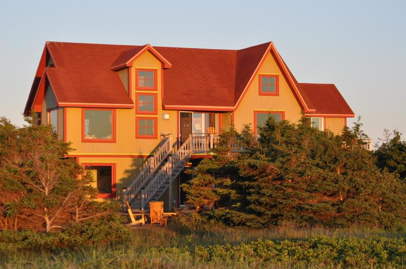 Beach house on the dunes, vacation rental in Havre-Aubert