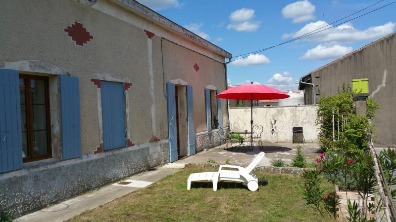 maison de campagne, holiday rental in Saint Thomas de Conac