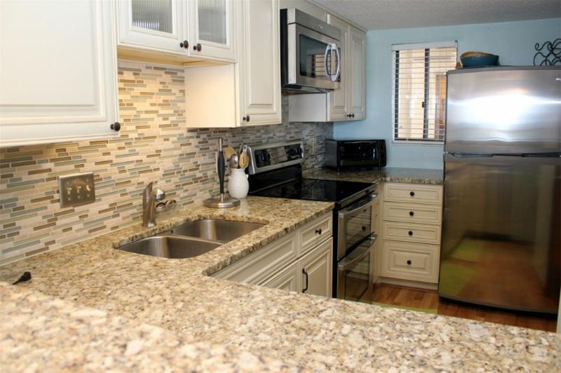 Beautiful Kitchen with Granite and SS Appliances