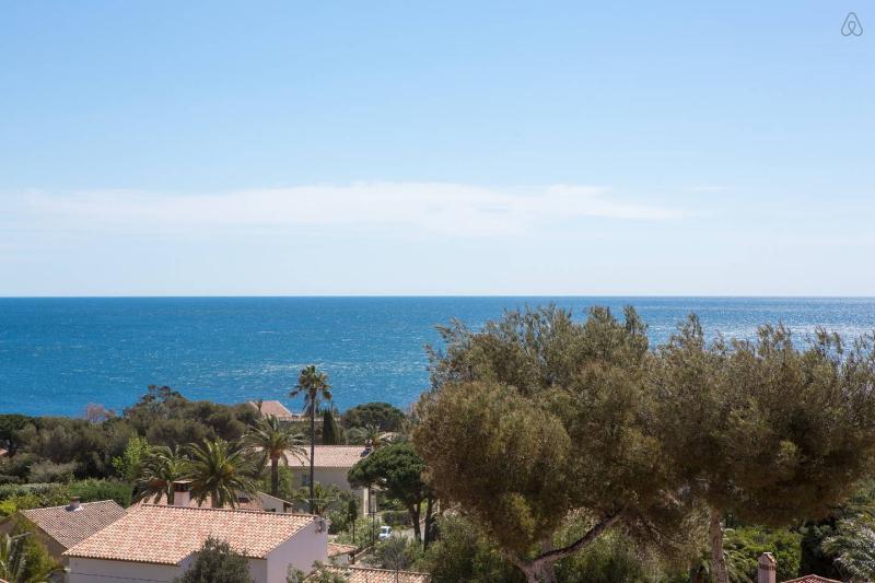Panoramisch uitzicht op zee!