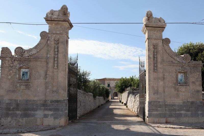 Appartamento Ai Due Leoni 1862, holiday rental in Ragusa