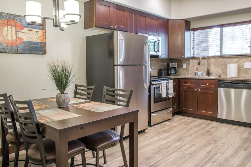 A ground level Elkhorn kitchen and dining area