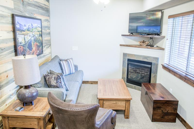 A ground level Longs Peak living room