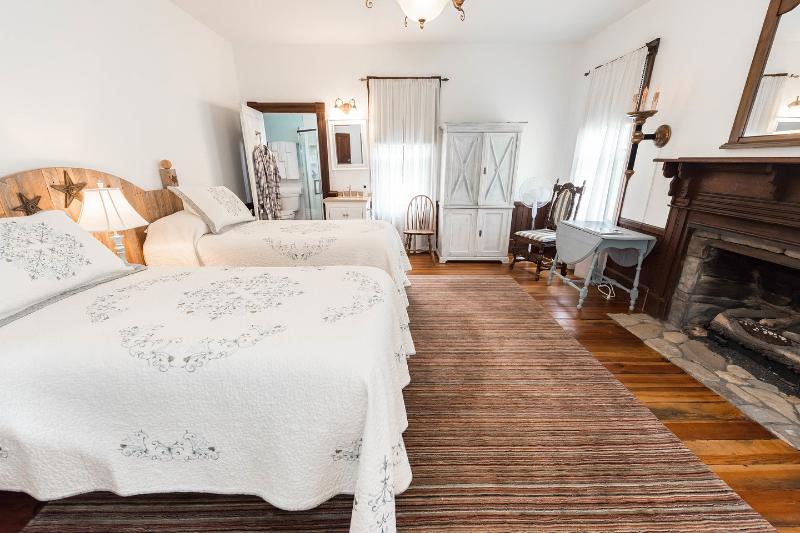 L'Acquamarina camera da letto può essere configurato come un letto matrimoniale o due letti singoli.
