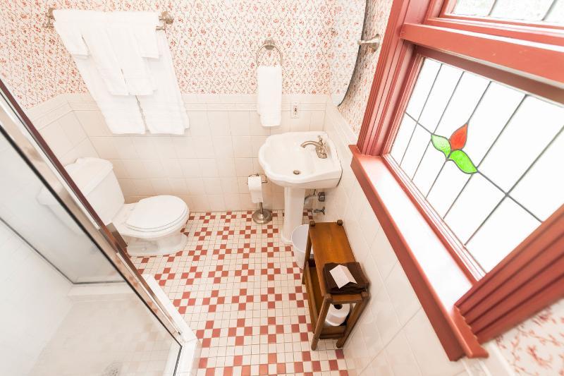 bagno en-suite per la camera da letto di Ruby Romance.