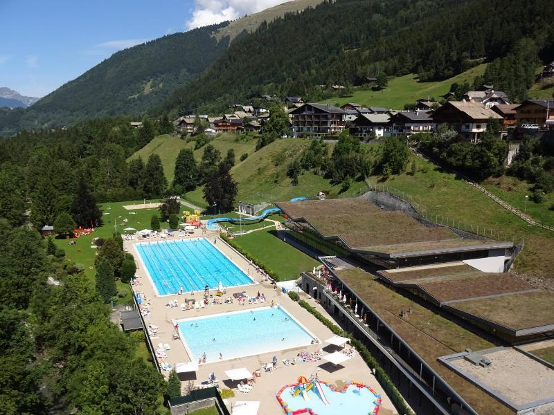 Parc des Dérêches with Piscine Olympique, just 200 metres walk from Le Plein Soleil