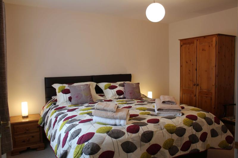 Super King Size Zip and Link Hotel Bed