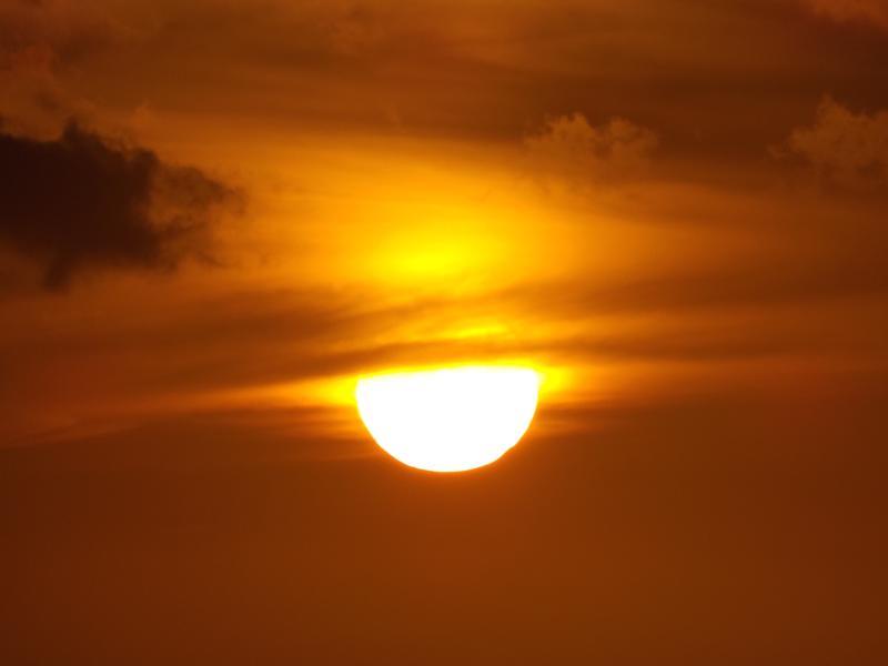 Ce superbe coucher de soleil a été pris depuis la galerie au zoom! N'est il pas surréaliste ?