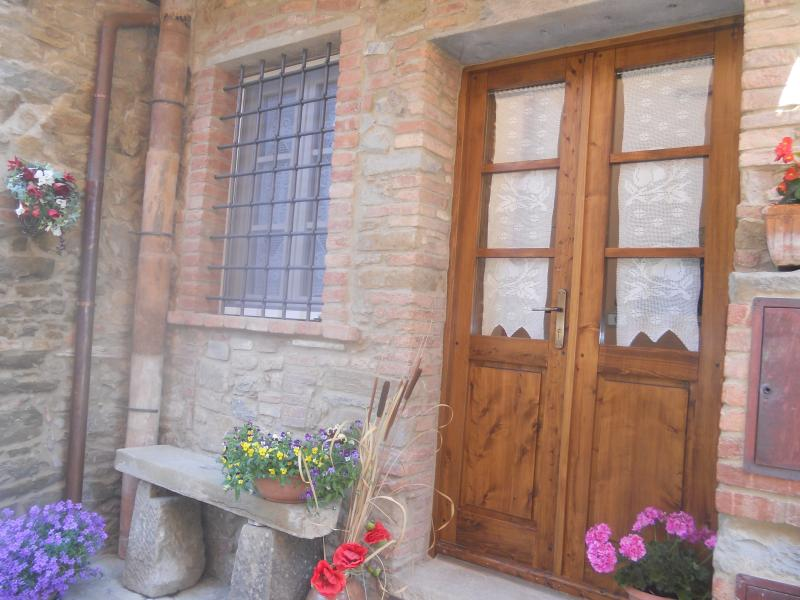 CASA ANTICA in piccolo borgo medievale in toscana, holiday rental in Rivalto
