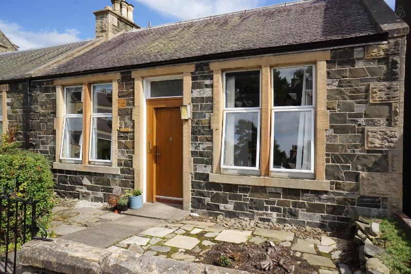 Dale Cottage, cosy cottage with private garden, holiday rental in Borders
