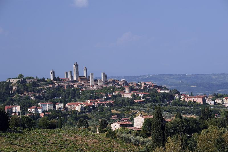 San Gimignano, a 60 Km.
