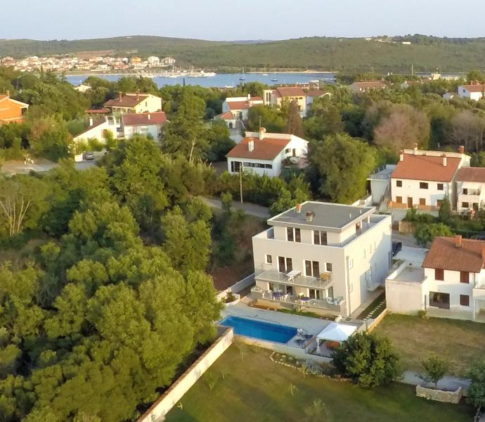 HOUSE BARBARA WITH GREAT POOL-APARTMENT A2, vacation rental in Banjole