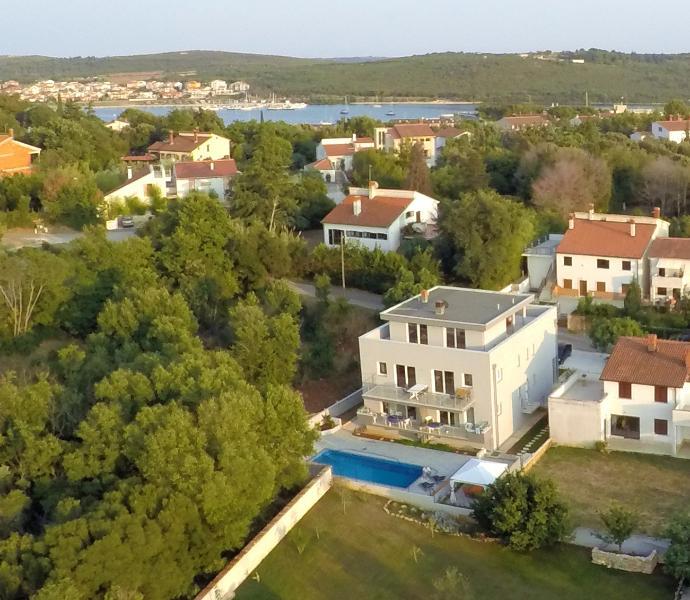 HOUSE BARBARA WITH GREAT POOL-APARTMENT A2, casa vacanza a Banjole