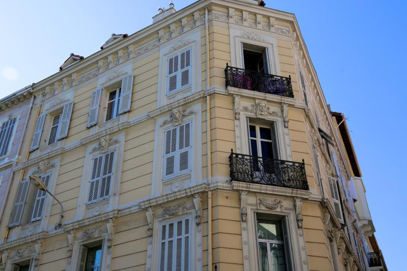 Beautiful Haussmann building, air-conditioning, high ceilings