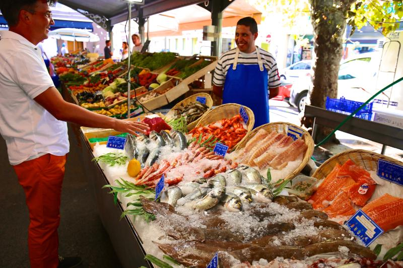 Provencal food market 200m away