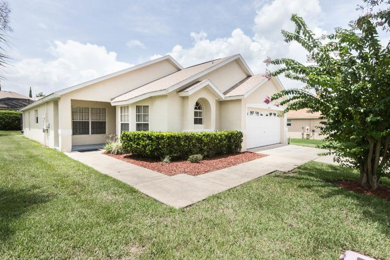 Bella Casa - Four Corners - Oversized Corner Lot in Orange Tree sub-division, vacation rental in Clermont