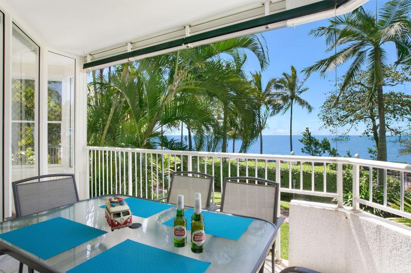 Waterfront  - The Beach House 3BR Free Dedicated WIFI, vacation rental in Kewarra Beach