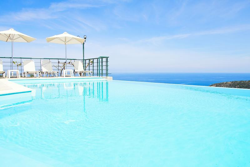 Outdoor infinity swimming pool