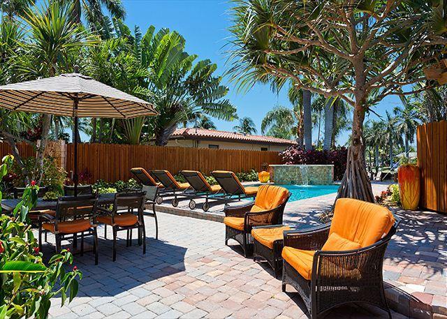 Il giardino tropicale ha molto spazio per rilassarsi