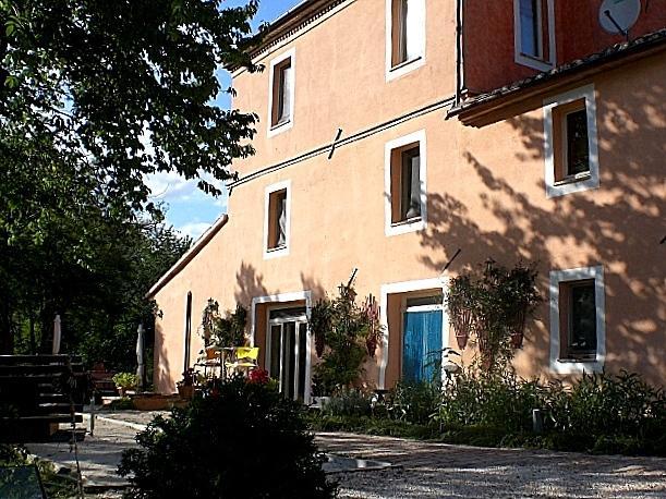 Borgo Cicco Bianco - Apartment tuttifrutti, location de vacances à San Severino Marche