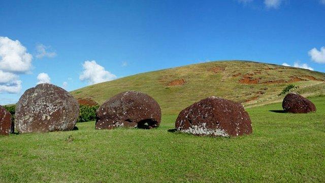 clouse archeologic places, PUNA PAU QUORRY of MOAI HAT