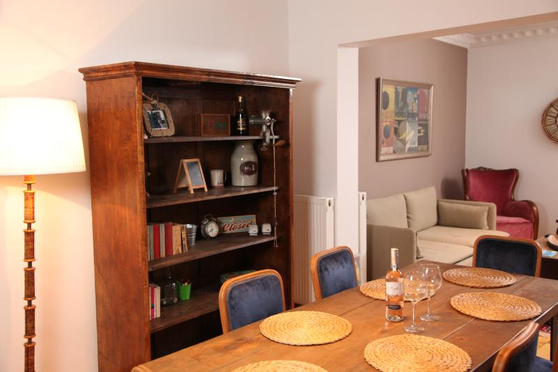 Stunning 3 BR Apartment in Cihangir, vacation rental in Istanbul
