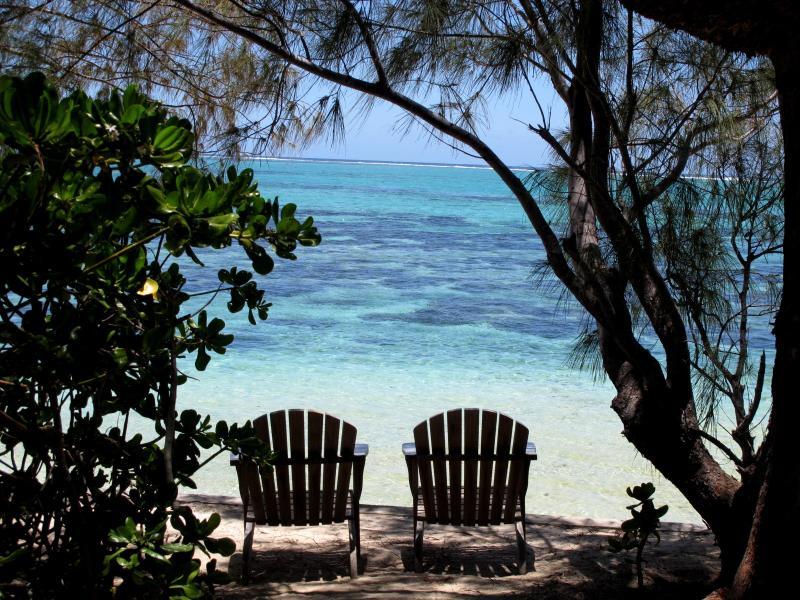 Relájese frente a la laguna turquesa