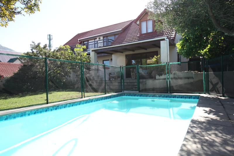 'Clivia Cottage' - Spacious garden flat, holiday rental in Hout Bay