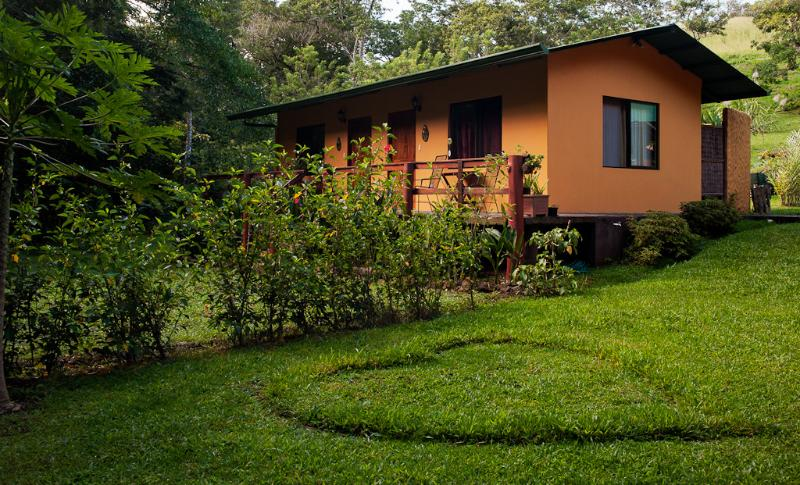 Cabins by a Magical River & Jungle, alquiler de vacaciones en Tilarán