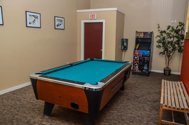 Mammoth Ski & Racquet # 126 - esqui Mammoth & Racquet Pool Table
