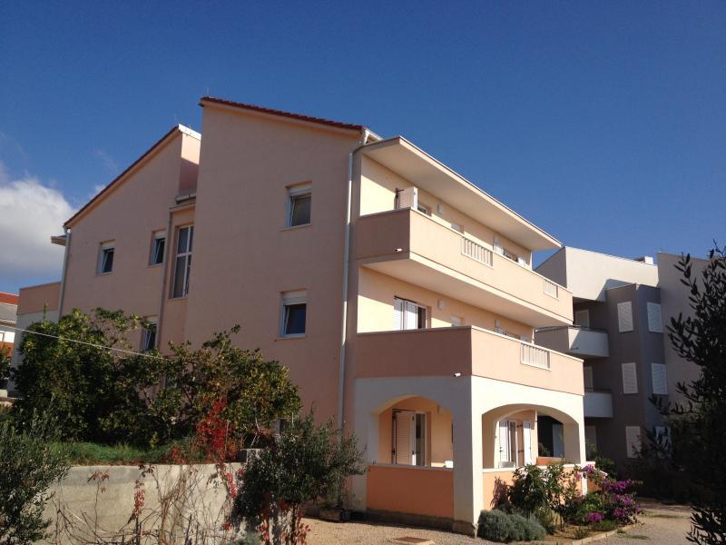 Confort new apartments Birdy  Ticic Novalja  type 4+2, holiday rental in Novalja