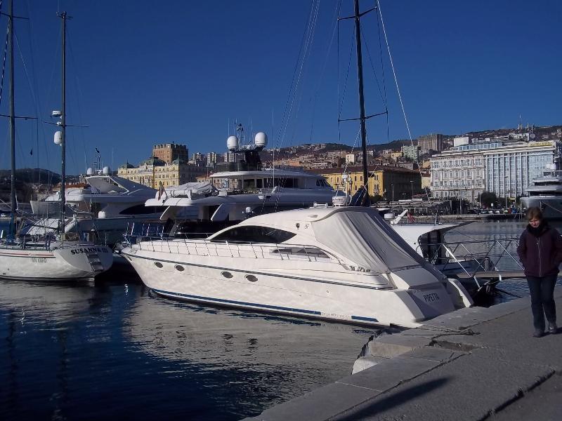 Il porto dei traghetti di Rijeka- a 200 metri dal appartamento