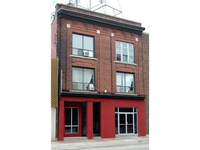 Gorgeous 2 Story 3 Bedroom Fully Renovated Apt, holiday rental in Dundas
