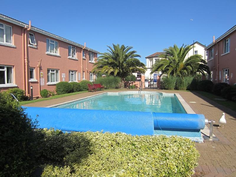 Lovely seaside apartment for 5 with outdoor heated pool, Ferienwohnung in Paignton