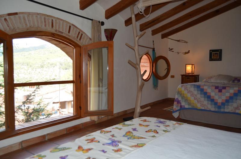 LA CASA DEL TEIX  Natural y acogedora, holiday rental in Viver