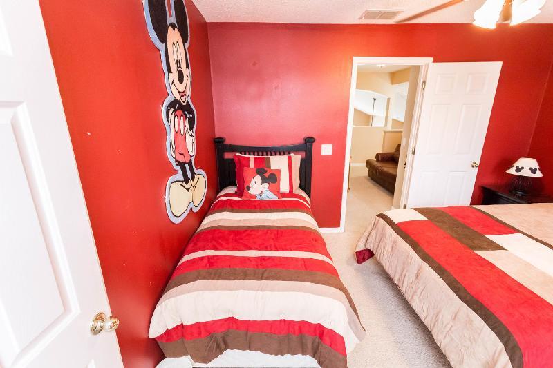 Mickey Mouse Queen + Twin Bedroom Suite (2e verdieping)