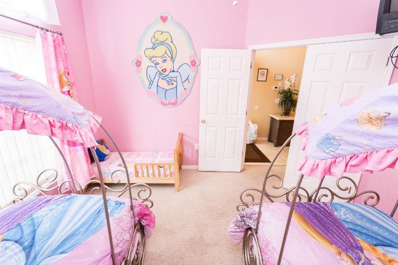 Disney's Princess Twin Bedroom + 1 Peuter Bed (1e verdieping)