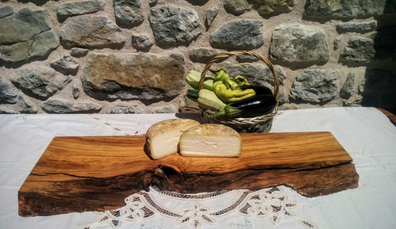 En La Xiquella puedes probar nuestros quesos