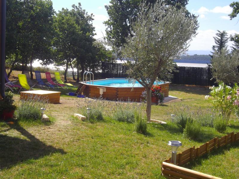 chalet bois loft tout confort, vacation rental in Montolieu