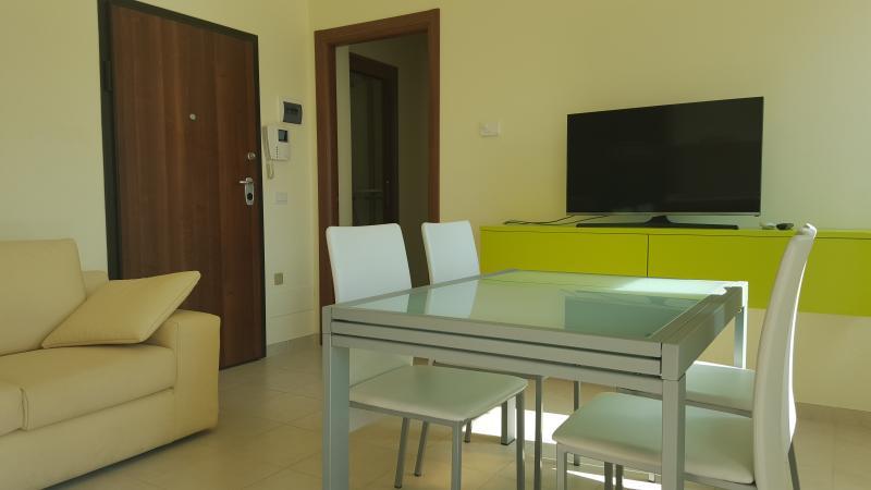 Appartamenti nuovi, veduta mare con posto macchina, aluguéis de temporada em Civitanova Marche