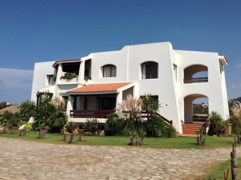 Villa meublée 9 pièces en bord de plage, holiday rental in Tangier