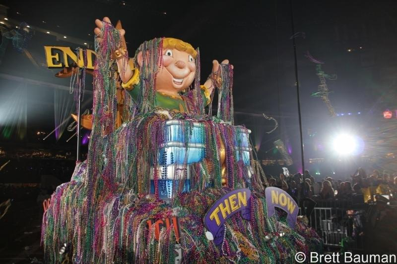 Enjoy a front row seat for the Endymion Mardi Gras parade!  Catch beads and take some home~