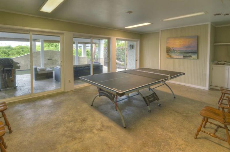 Sala de recreação com mesa de Ping Pong
